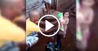 La niña camagüeyana que recibió su primera muñeca