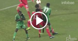Impactante: Futbolista se fractura el cuello y su compañero le salva la vida