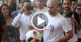 El futbolista argentino Javier Mascherano presenta en Chile el primer mundial de fútbol tenis