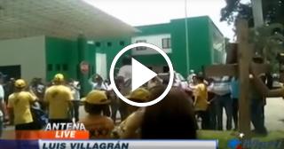 Migrante cubano varado en México se cose la boca en señal de protesta
