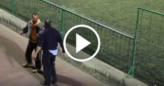 ¡Vergonzoso! Dos padres se pelean salvajemente en el partido de fútbol de sus hijos