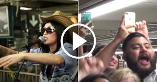 Miley Cyrus sorprende cantando disfrazada en el Metro de New York