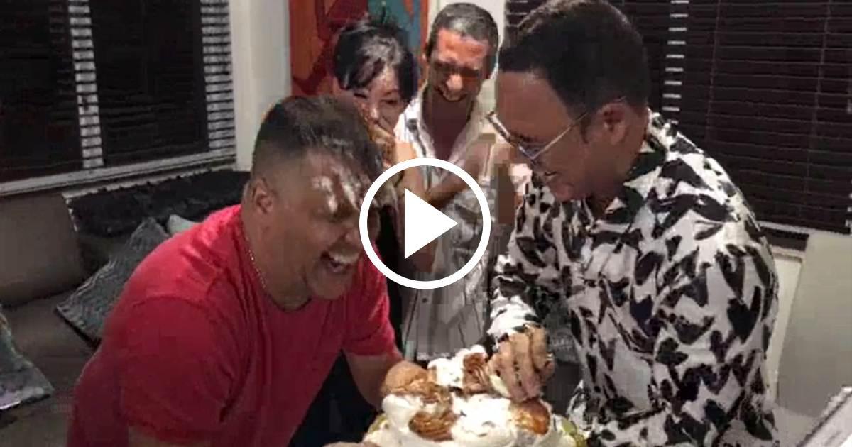 Felicidades as celebr alexis vald s la llegada de sus for Divan cantante cubano