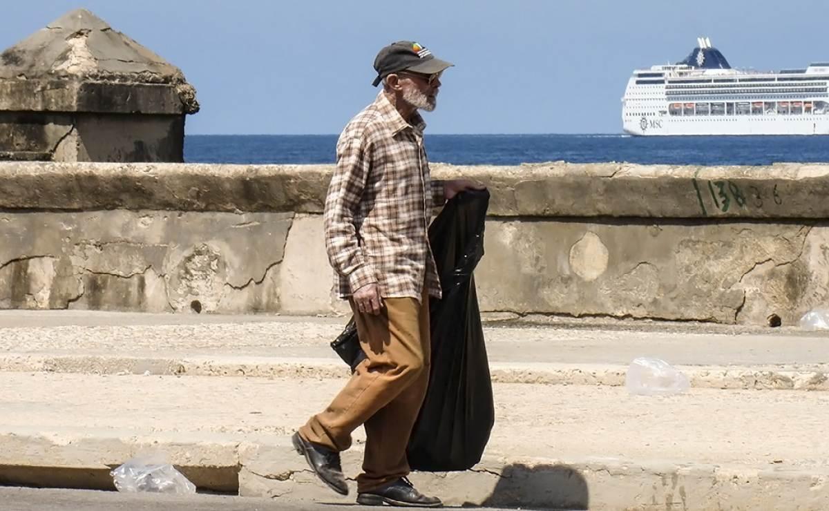 A pesar de recorte de vuelos, los estadounidenses desbordan La Habana
