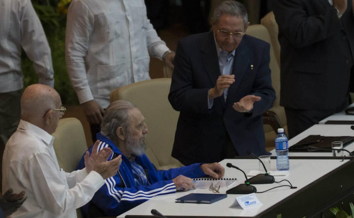El día que Fidel Castro amenazó con fusilar a su hermano Raúl