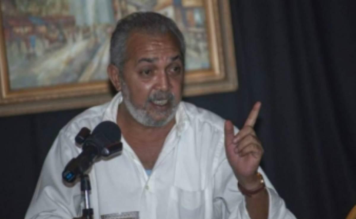 Impiden salir de Cuba al escritor y periodista independiente cubano Víctor Manuel Domínguez