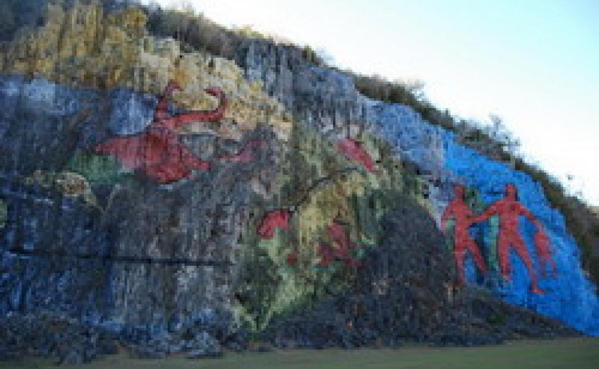 El Mural de la Prehistoria en Viñales llega a sus 50 años