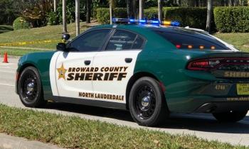Despiden a dos policías más por su actuación en la masacre de Parkland