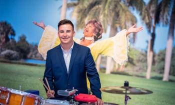 La Fundación Celia Cruz entrega una beca al joven percusionista de origen cubano David Carmona