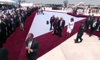 """Mensaje del fótografo de Obama en Instagram tras el """"manotazo"""" de Melania a Trump"""