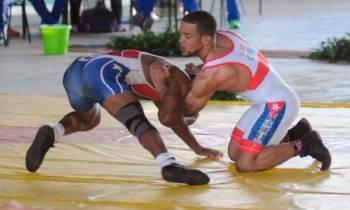 Alejandro Valdés arrasa en Campeonato Nacional de Lucha