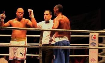 Boxeador José Ángel Larduet propina tercer fuera de combate en barrida de los Domadores sobre Colombia