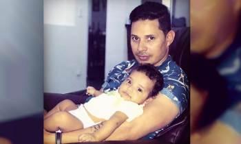 Leoni Torres presume orgulloso de su bebé Sámuel