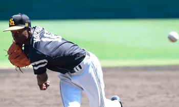 Liván Moinello obtiene su primera victoria en la Liga Japonesa de Béisbol