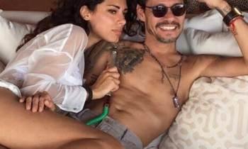 La sensual imagen de Marc Anthony junto a una explosiva modelo italiana
