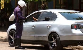 10 cosas que nunca (o casi nunca) te dirá un policía cubano