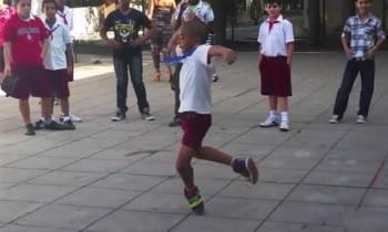 Niño cubano de 6 años sorprende en una escuela primaria con su baile