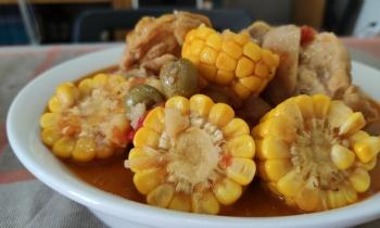 Guiso de maíz con pollo