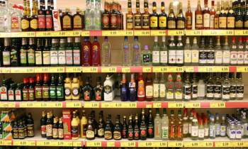 Gobernador de Florida frena propuesta para vender alcohol en supermercados