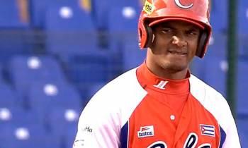 Yosvani Alarcón es uno de los incluidos en la preselección al Clásico Mundial de Béisbol