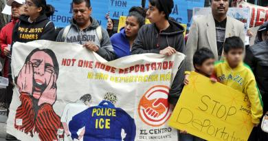 El Servicio de Inmigración y Control de Aduanas (ICE) de EE.UU. analizará en profundidad los casos de deportación o de d