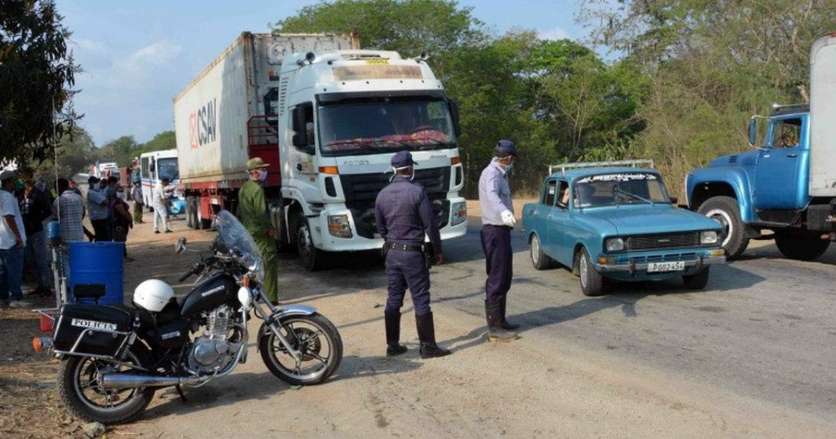 Straßenkontrolle in Kuba (Symbolbild) | Bildquelle: https://www.cibercuba.com/noticias/2020-08-07-u1-e192519-s27061-gobierno-cuba-limita-movilidad-provincias-occidentales-rebrote © ACN / Miguel Rubiera Justiz | Bilder sind in der Regel urheberrechtlich geschützt