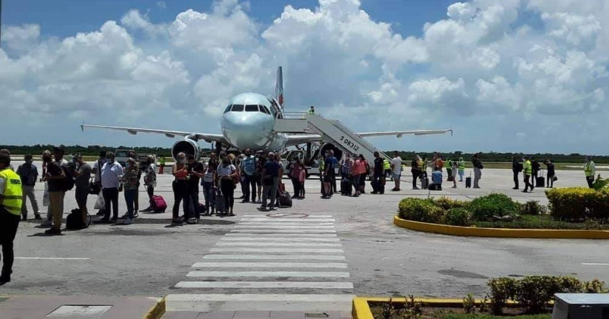 Sehnsüchtig erwartet: Ankunft kanadischer Touiristen am Flughafen Jardines del Rey | Bildquelle: https://www.cibercuba.com/noticias/2020-09-04-u1-e196568-s27061-cuba-recibe-primer-vuelo-regular-turistas-canadienses-cierre © TV Avileña | Bilder sind in der Regel urheberrechtlich geschützt