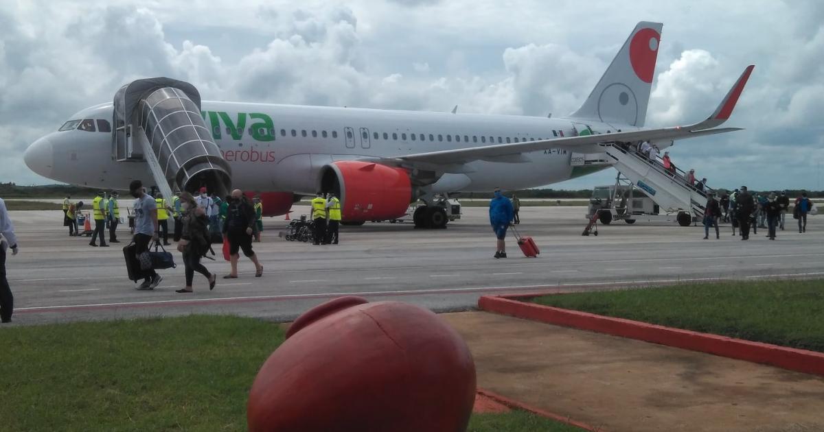 """Nach Monaten kommen die ersten 156 Passgiere auf dem Ignacio Agramonte International Airport an.   Bildquelle: https://t1p.de/ogjc © Facebook/Aeropuerto Internacional """"Ignacio Agramonte y Loynaz""""   Bilder sind in der Regel urheberrechtlich geschützt"""